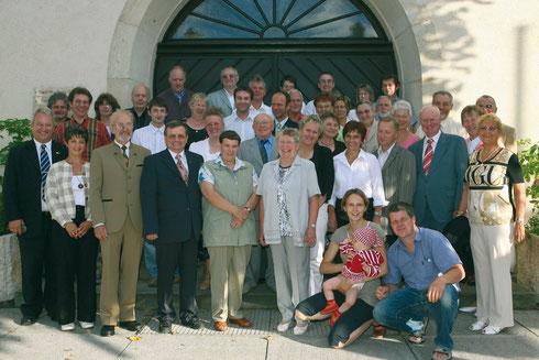 """Gruppenbild zur Festveranstaltung """"40 Jahre Herzberger Münzfreunde"""" am 16. Juni 2007 vor dem Rathaus der Stadt Herzberg (E.)  -   Foto Sven Gückel"""