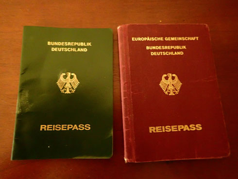 There are only three basic differences between the temporary passport and the standard passport. The temporary passport is not visa-free for the US, has green color and is valid for one year only, instead of ten.