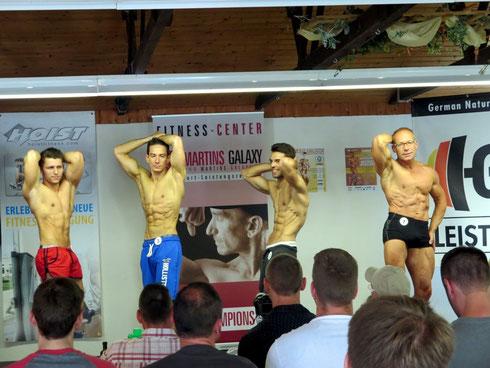 Bild ALLER Finalteilnehmer: Von links nach rechts: Andreas Ewert; Dominic Schaaf; Fabian Getto (Overall SIEGER); Jens Berthold