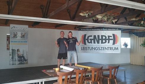 Der Tag davor, unmittelbar nach Aufbau der Bühne, bzw. des GNBF- Banners (mit Rainer Mühl & Rüdiger Lang)