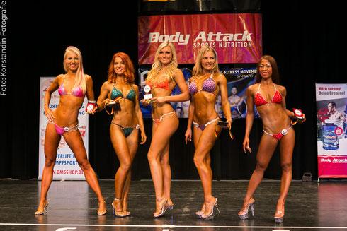 Die Top 5 der Bikini-Klasse (v. l. n. r.): Jennifer Schmidt (5.), Tatiana Nemna (3.), Monika Melčáková (1.), Šárka Čejková (2.), Mardhiana Grabert (4.)
