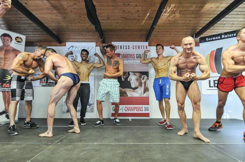 Bild vom abschließenden POSEDOWN: Von links nach rechts:  Jörg Altmann; Rüdiger Lang; Fabian Getto; Bastian Hock; Dominic Schaaf; Rainer Mühl; Andreas Ewert