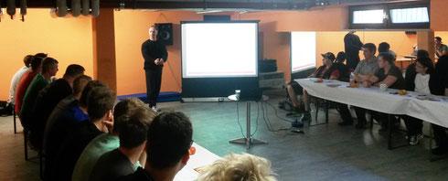 Berend Breitenstein während seines Vortrags