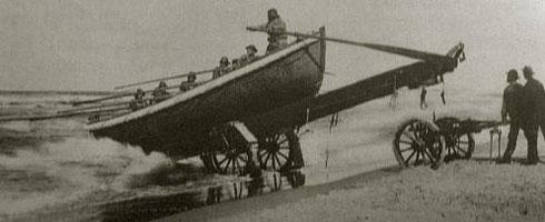 Historisches Ruderrettungsboot, welches per Pferdegespann zum Strand gezogen wurde.