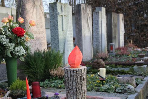 Grabschmuck auf dem Friedhof Lüchingen
