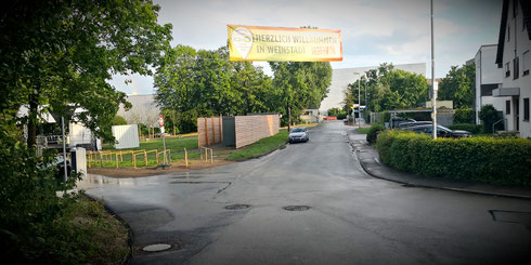 Herzlich Willkommen in Weinstadt Banner Transparent Begrüßung Remstal Gartenschau 2019 Trappeler Steinbruch Beutelstein