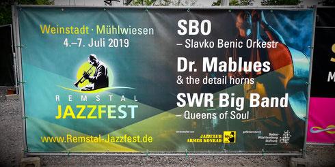 Remstal Jazzfest Weinstadt Mühlwiesen SBO Slavko Benic Orkestr Dr. Mablues & the detail horns SWR Big Band Queens of Soul Jazzclub Armer Konrad Baden-Württemberg Stiftung Bauzaun Plakat