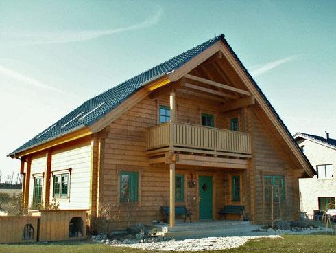 Holzhaus in Blockbauweise nach Maß - © Blockhaus Profi
