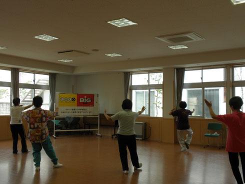 気功を取り入れた中国の体操のひとつで、形にとらわれず楽しんでやれます