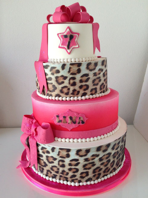Meisjes taart voor 80 persoenen