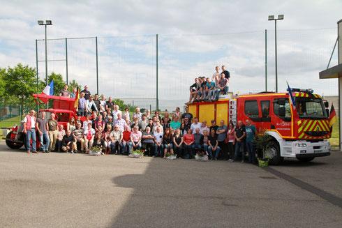 Foto: Gastgeber und Gäste stellten sich zum Abschied zu einem gemeinsamen Foto