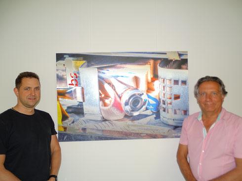 Von links: Wehrführer René Jung, Künstler Rainer Wengenroth