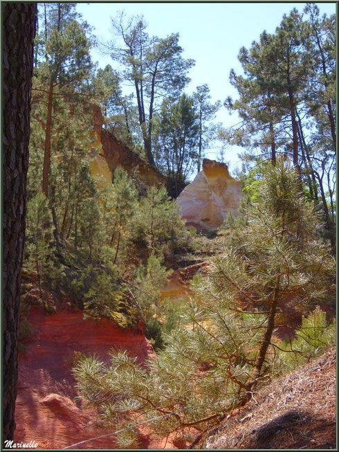 Les carrières d'ocres, village de Roussillon, Lubéron (84)