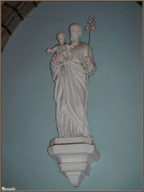 L'église Saint Pierre de Laruns, Vallée d'Ossau (64) : statue de Saint Joseph au lys