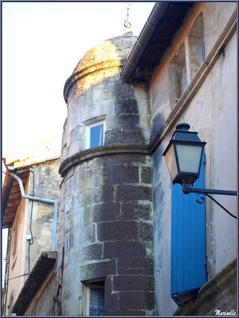 Tourelle sur bâtisse dans une ruelle en centre ville à Saint Rémy de Provence, Alpilles (13)