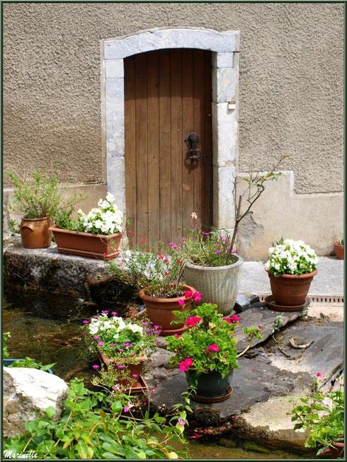 Pas de porte fleuri à la Pisciculture des Sources à Laruns, Vallée d'Ossau (64)