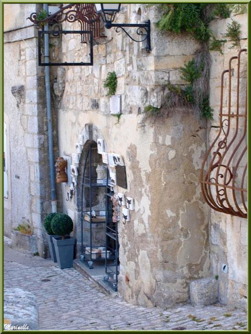Ruelle et commerce, Baux-de-Provence, Alpilles (13)