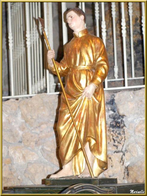 Statue de Saint Gens sur l'autel de prières au-dessous de son tombeau, église de l'Ermitage Saint Gens, village de Le Beaucet, Lubéron (84)