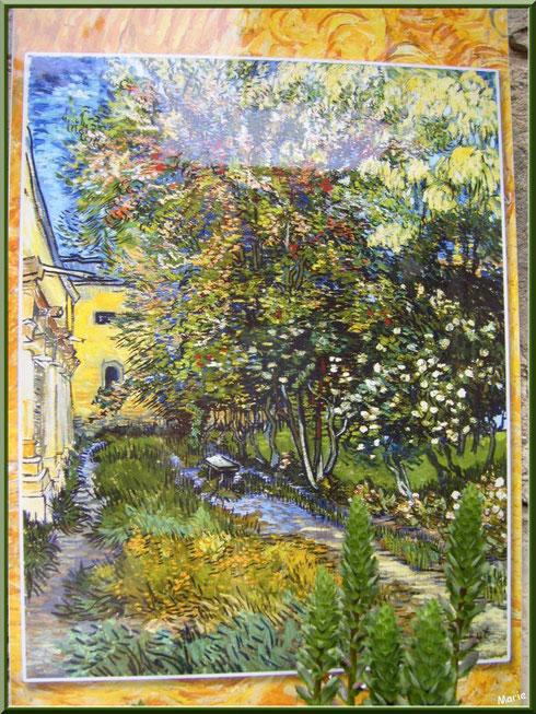 Tableau de Van Gogh dans le jardin du monastère de Saint Paul de Mausole à Saint Rémy de Provence (Alpilles - 13)