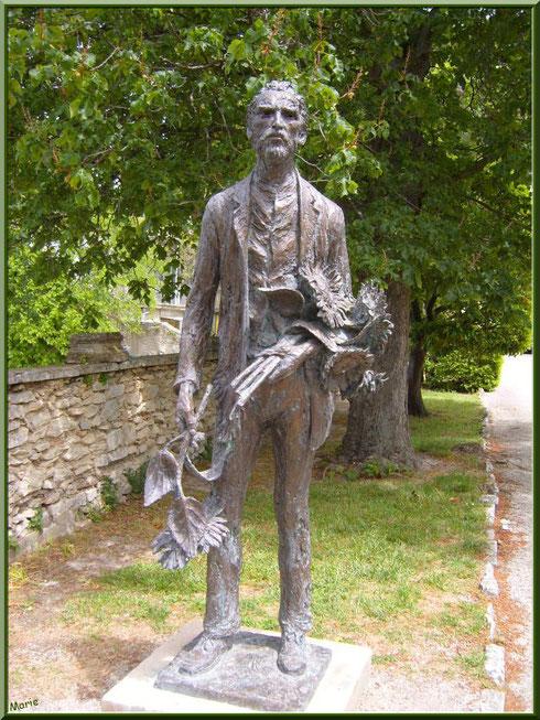 La statue de Van Gogh à l'entrée du monastère de Saint Paul de Mausole à Saint Rémy de Provence (Alpilles - 13)