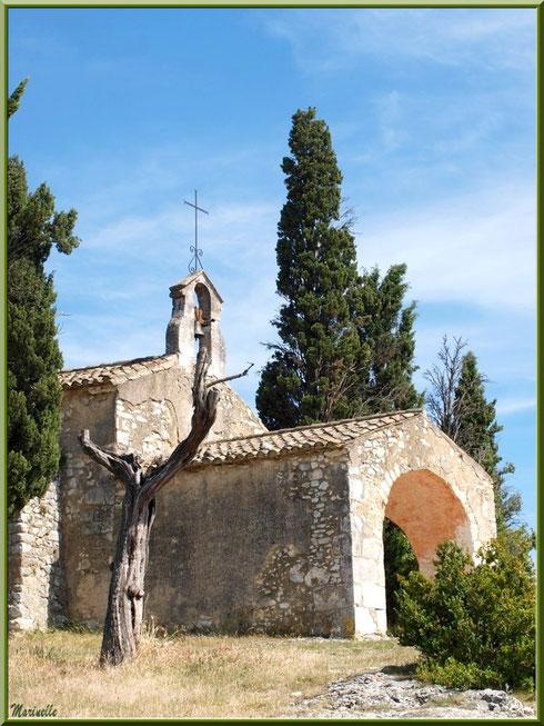 La chapelle Sainte Sixte à la sortie du village d'Eygalières dans les Alpilles (Bouches du Rhône)