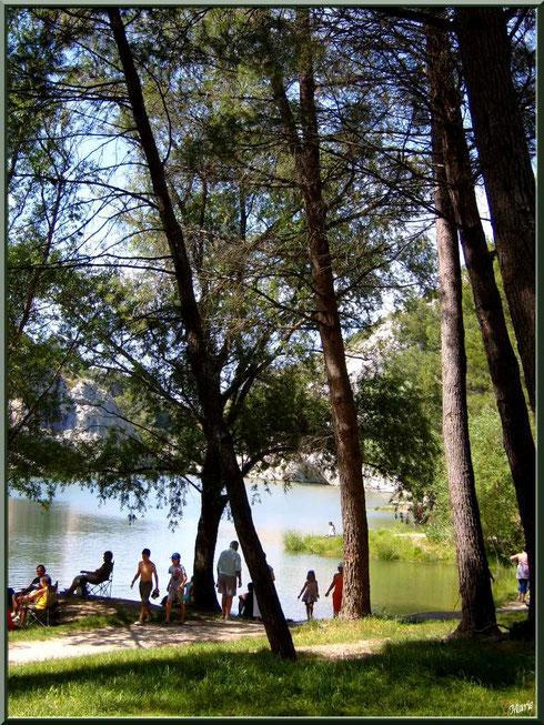 Le lac de Peiroou, par temps de canicule, à Saint Rémy de Provence, Alpilles (13)
