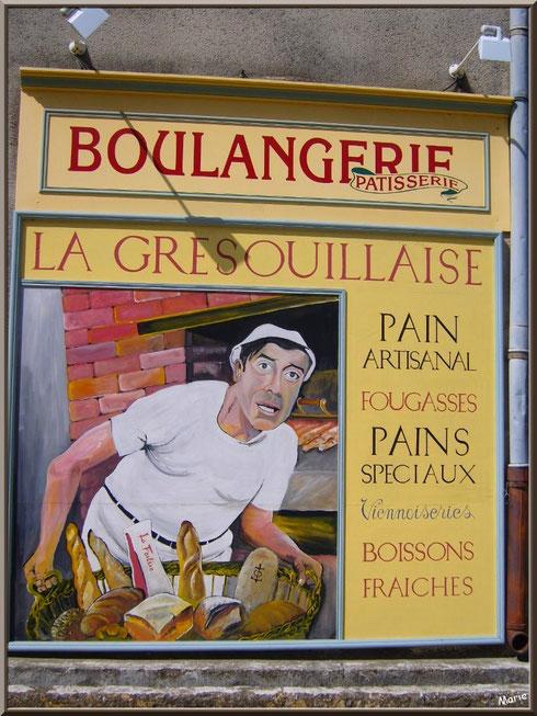 Fresque murale de la boulangerie-pâtisserie au village de Saint Etienne du Grès dans les Alpilles (Bouches du Rhône) : un hymne à la Provence et un clin d'oeil à Fernandel