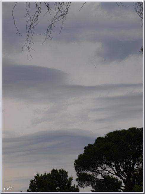 Ciel impressionniste au-dessus du monastère de Saint Paul de Mausole à Saint Rémy de Provence (Alpilles - 13)