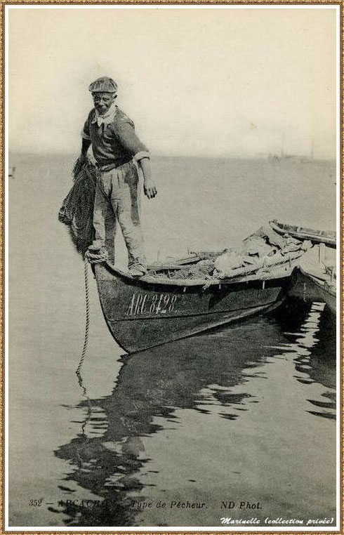 Pêcheur sur sa pinassote s'apprêtant à jeter son filet, Bassin d'Arcachon (33)
