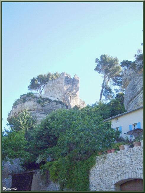 A l'entrée du village de Le Beaucet, Lubéron (84)