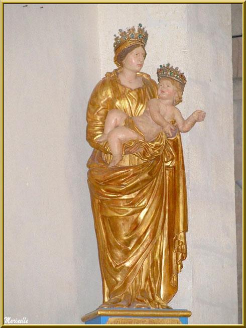 Statue Notre Dame de l'Ermitage dans l'église de l'Ermitage Saint Gens, village de Le Beaucet, Lubéron (84)