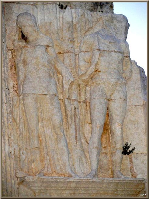 Détail de l'Arc de Triomphe des Antiques à Saint Rémy de Provence, Alpilles (13)