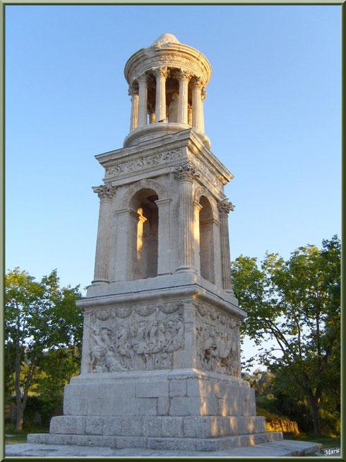 Le Mausolée des Jules aux Antiques à Saint Rémy de Provence, Alpilles (13)