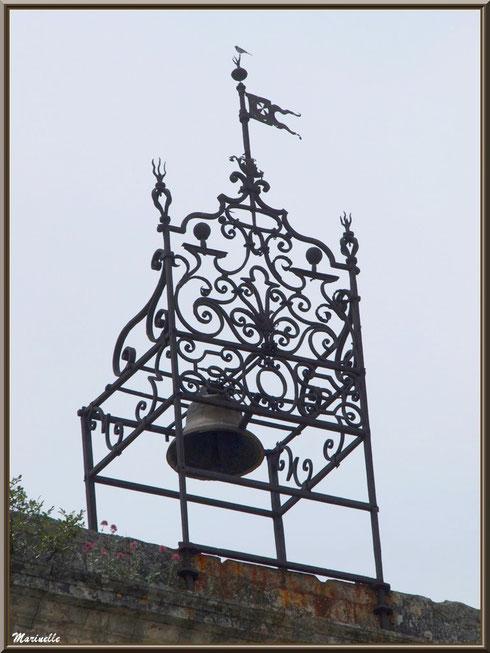 Campanile dans le village d'Oppède-le-Vieux, Lubéron (84)