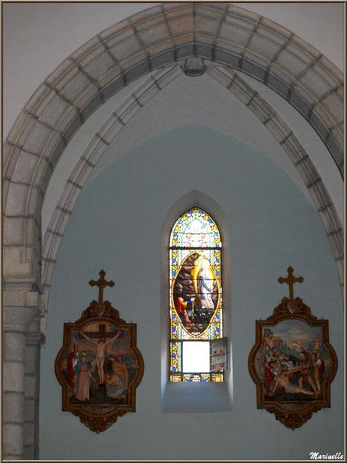 L'église Saint Pierre de Laruns, Vallée d'Ossau (64) : un vitrail et deux tableaux de Chemin de Croix