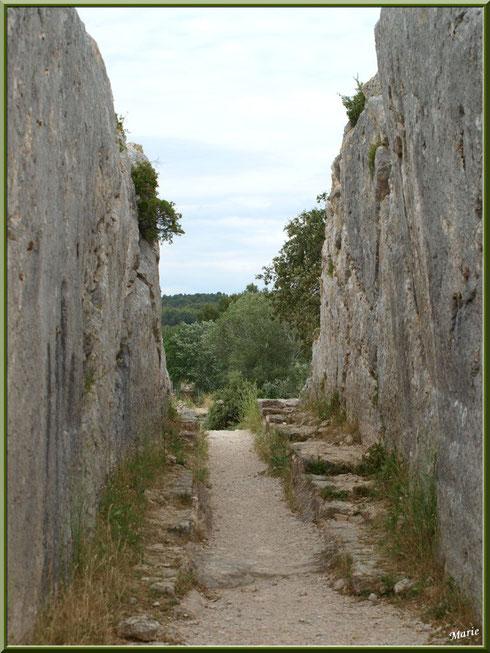 Aqueduc à Fontvielle dans les Alpilles (Bouches du Rhône), couloir à son extrémité