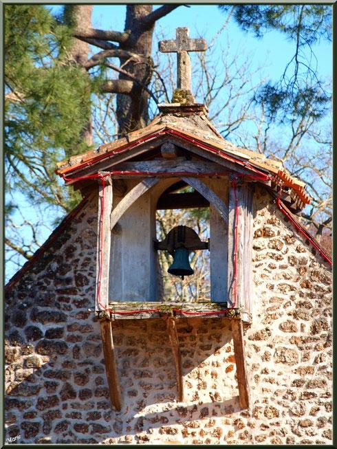 Le clocher-mur de la chapelle Saint-Roch à Saugnacq-et-Muret (40), vu de face