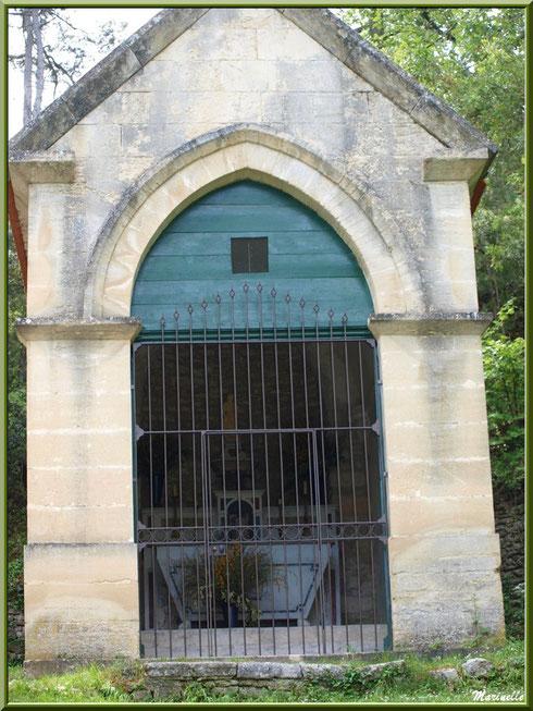 Chapelle extérieure de l'Ermitage Saint Gens, village de Le Beaucet, Lubéron (84)