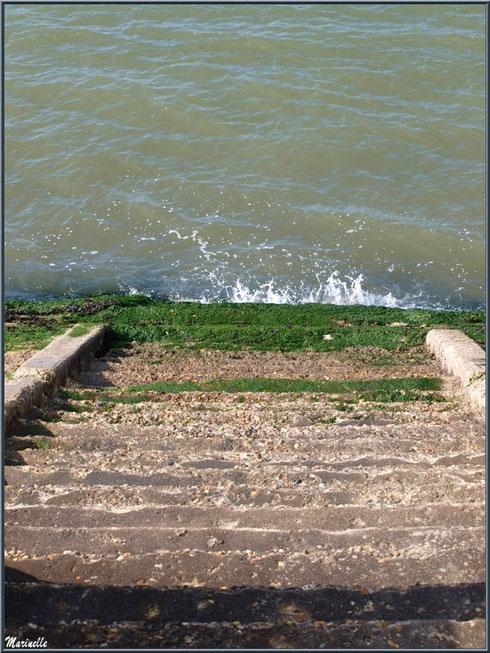 Escalier sur le Bassin à la jetée de La Corniche à Pyla-sur-Mer, Bassin d'Arcachon (33)
