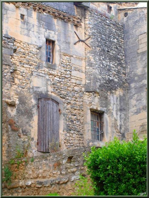 Maison abandonnée au détour d'une ruelle centre ville à Saint Rémy de Provence, Alpilles (13)
