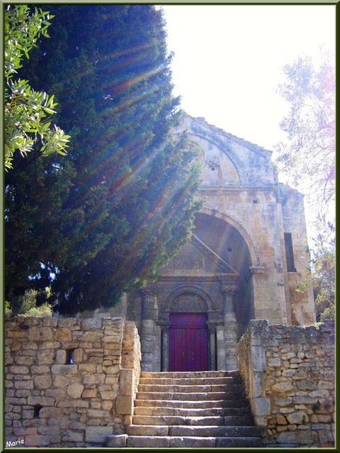 La chapelle Saint Gabriel à Saint Etienne du Grès dans les Alpilles (Bouches du Rhône) dans sa lumière divine