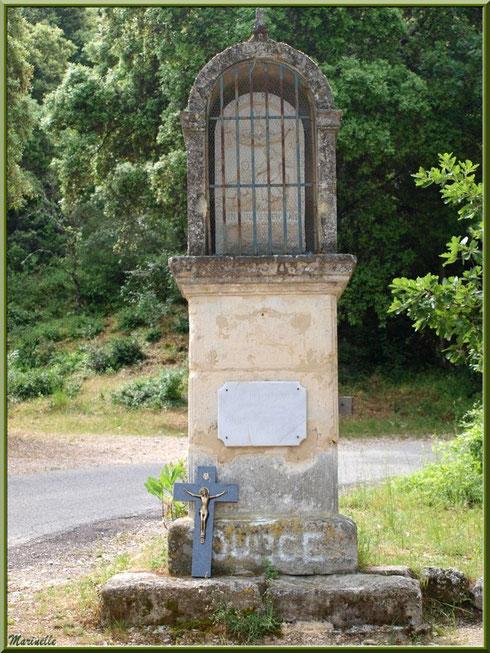 Oratoire sur le chemin menant à la source miraculeuse de l'Ermitage Saint Gens, village de Le Beaucet, Lubéron (84)
