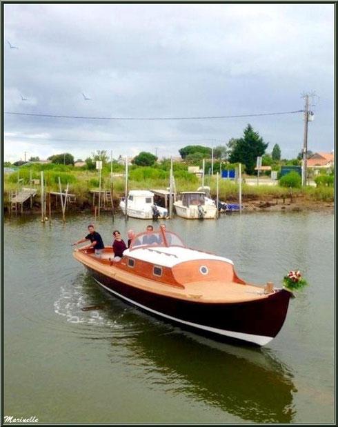 """Mise à l'eau de la pinasse """"Ayla"""", Chantier Naval Debord et Charmet, Port de Meyran à Gujan-Mestras, Bassin d'Arcachon (33)"""