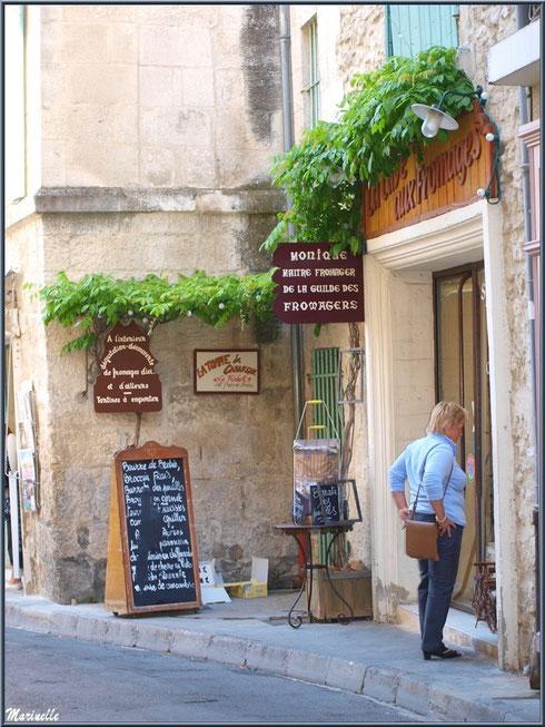 Ruelle et commerces centre ville à Saint Rémy de Provence, Alpilles (13)