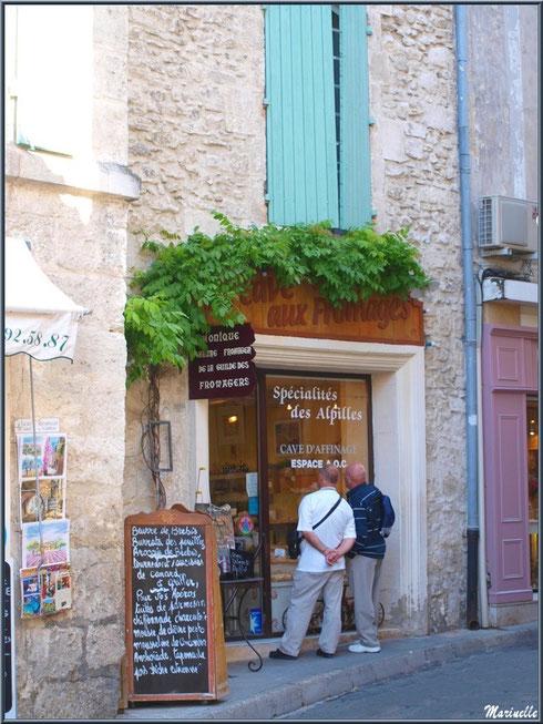 Façade commerçante dans une ruelle centre ville à Saint Rémy de Provence, Alpilles (13)