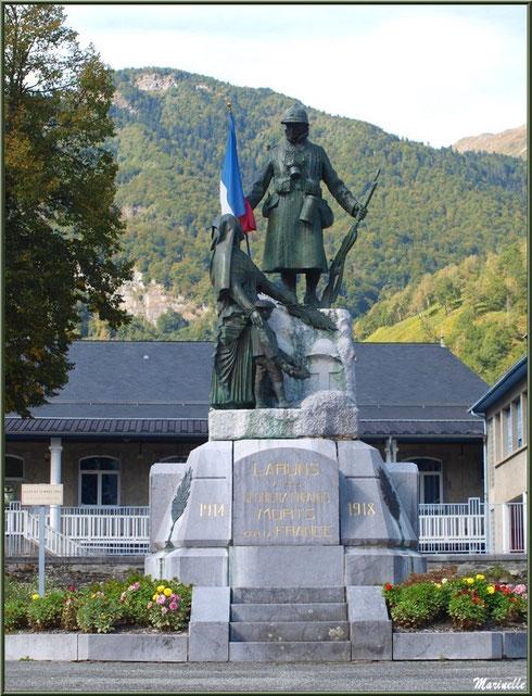 Monument aux Morts dans le village de Laruns, Vallée d'Ossau (64)