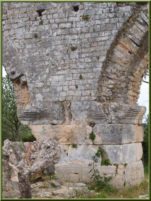Aqueduc à Fontvielle dans les Alpilles (Bouches du Rhône), un des piliers