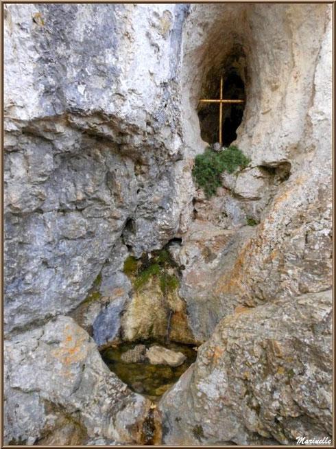 La source miraculeuse de l'Ermitage Saint Gens, village de Le Beaucet, Lubéron (84)