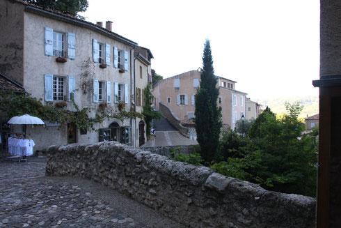 Bild: Steinbrücke über den Adou in Moustiers-Saint-Marie