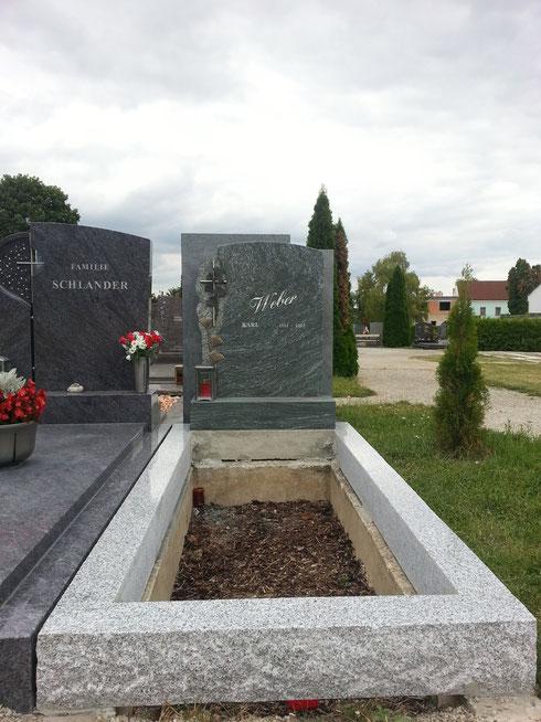 Tarn Gespitzt mit Pannonia Grün Grabstein